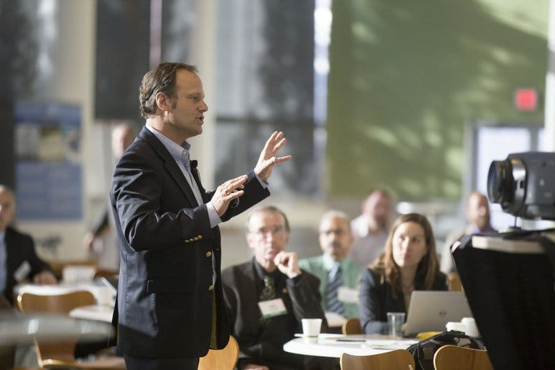 How Do You Attract People's Attention with Your Presentation Skills?
